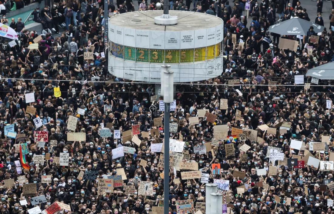 Manifestação contra o racismo em Berlin em 6 de junho de 2020 — Foto: Fabrizio Bensch/Reuters